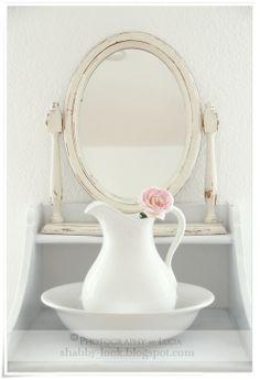 Shabby Look: Der Spiegel. ~ The Mirror. Cottage Shabby Chic, Shabby Chic Mode, Style Shabby Chic, Shabby Look, Shabby Chic Bedrooms, Shabby Chic Decor, Cottage Style, White Cottage, Rose Cottage