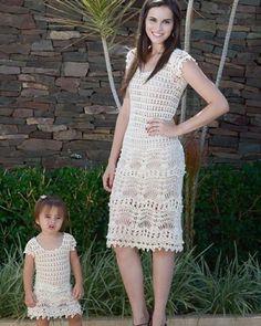 crochet mãe e filha E a pose da bonequinha ?!!! Lindas #meiredona #crochet… Crochet Blouse, Knit Dress, Crochet Bikini, Crochet Toddler, Crochet For Boys, Toddler Dress, Baby Dress, Mommy And Me Dresses, Mother Daughter Outfits