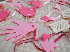 Valentine craft for kids – A long distance hug – a beautiful present for someone special. Deployed loved ones, family and friends.