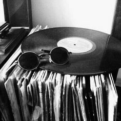 music aesthetic black and white aesthetic Black And White Picture Wall, Black And White Posters, Black And White Wallpaper, Black And White Pictures, Gray Aesthetic, Black Aesthetic Wallpaper, Black And White Aesthetic, Aesthetic Gif, Aesthetic Vintage