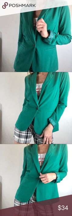 Apt 9 blazer career casual green Sz 8 Reasonable offers welcome ( some items may be at their lowest)  Pls keep in mind if the item is Pre-owned it may show signs of wear unless listed as new or Euc, ty.  Pls ask if you need additional info on condition, size or fit.  Nonsmoking home   Brand: apt 9 Sz: 8 Color: green Approximate measurements: will be adding soon  I am modeling and my measurements are: 35 B bust  5'7 tall 28 waist 37 hip Apt. 9 Jackets & Coats Blazers