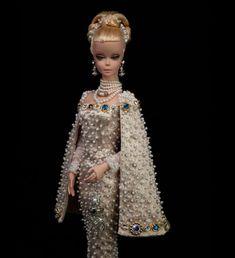 A Dutch Barbie collector in Holland Barbie Fashion Designer, Fashion Dolls, Fashion Art, Barbie Gowns, Barbie Dress, Barbie Doll, Dolls Dolls, Doll Dresses, Glam Doll
