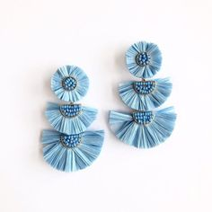 We are LVING the raffia earring trend this Spring! These baby blues are our favorite with a simple white top for a crisp look! Paper Earrings, Blue Earrings, Diy Earrings, Tassel Earrings, Earrings Handmade, Wire Jewelry, Jewelry Art, Beaded Jewelry, Jewelry Design