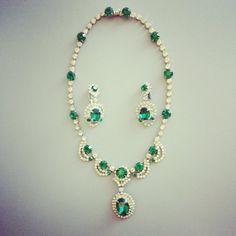 KRAMER NY Rhinestone Earrings Emerald Bridal Jewelry - Elizabeth Taylor Necklace  #artdeco #necklace  #jewelry #antiquering #vintagering #green #emerald #emeraldnecklace #emeraldjewelry 1950s #1950s #madmen #elizabethtaylor