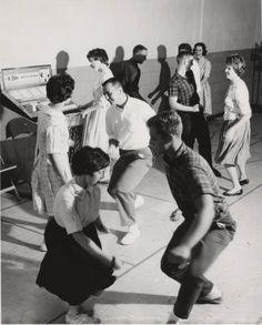 School dance 1957 You Should Be Dancing, Shall We Dance, 1950s Culture, 50s Dance, Dancing In The Dark, West Side Story, Boogie Woogie, School Dances, Vintage School