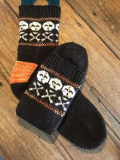 Ravelry: BEWARE socks pattern by Nikki Ross Patterson Magic Loop, Fingering Yarn, Sport Weight Yarn, Stockinette, Main Colors, Ravelry, Knit Crochet, Socks, Stripes