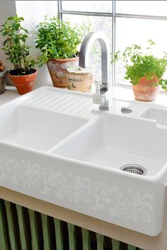 Kitchen sink ideas (The Attractive Double Ceramic Kitchen Sink Villeroy Boch Butler 90 Ceramic Belfast Double Sink is one of the pictures that are related to the pic) Ceramic Kitchen Sinks, Kitchen Sink Decor, Best Kitchen Sinks, Kitchen Sink Design, Double Bowl Sink, Double Bowl Kitchen Sink, Farmhouse Sink Kitchen, Kitchen Sink Faucets, Modern Farmhouse Kitchens