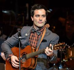 Oh, Ramin... you and your bowtie and your guitar. *Sigh*