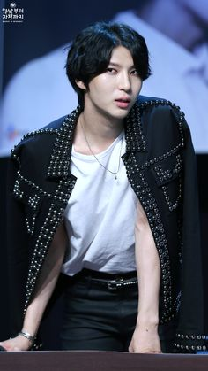 #VIXX #LEO# I want his jacket....and him..... can i just take the whole package deal!?