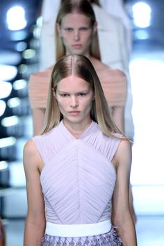 A Balenciaga show is always sharp and the clean aesthetic was present in the beauty look for SS15. The 'no-makeup' was upstaged by the pin-straight hairstyles. Note the centre parting, almost wet-look shine and ear tucks. Slick.