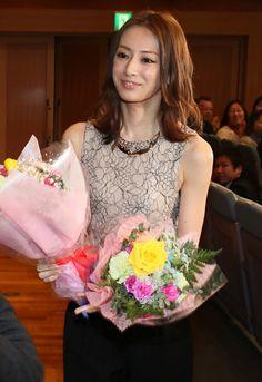Japanese Beauty, Asian Beauty, Beautiful Person, Beautiful Women, Keiko Kitagawa, American Women, Girl Photos, Hot Girls, Flower Girl Dresses