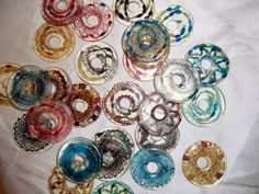 bobbin lace in resin discs, made by Uli Baysie