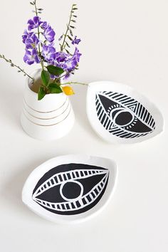 22 Summer-Perfect DIYs You Can Tackle This Weekend #refinery29 http://www.refinery29.com/summer-diy-projects#slide-8 Eye-Shaped Trinket Dish By Make & TellGet your hands on some air-drying clay and acrylic paint, and this charming trinket dish is yours in the blink of an eye.
