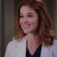Greys Anatomy April, Greys Anatomy Cast, April Kepner, Sarah Drew, Grey's Anatomy Tv Show, Grey Stuff, Tv Actors, Tv Shows, Hair Beauty