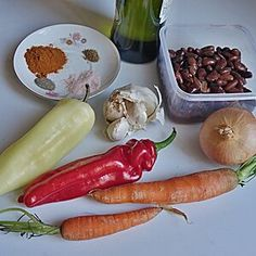 Suroviny Hot Dogs, Carrots, Sausage, Meat, Vegetables, Ethnic Recipes, Food, Sausages, Essen