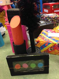 Suprise, lipstick, mascara en oogschaduw.