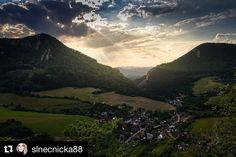 Ach tie pohľadnicové západy slnka  #praveslovenske od @slnecnicka88  #slovakia #sunset #beauty #beautiful #beautifulview #beautifulsunset #beautifulday #beautifulsky #nature #naturewalk #naturelover #naturelover #view #hills #valley #forest #trees #village #adventure #adventures #explore #discover