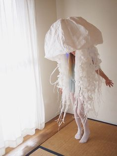 Paper Jellyfish Costume by Amber materials: cardboard, paper cord, paper, white glue, LEDs Save Save Save Save Save Costume Halloween, Diy Costumes, Cosplay Costumes, Costume Makeup, Halloween Stuff, Halloween Makeup, Costume Ideas, Pink Jellyfish, Crocheted Jellyfish