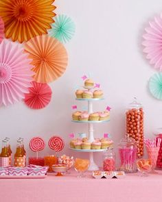 Une table d'anniversaire en rose et orange