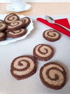 Avete già assaggiato i nuovi biscotti CIOCCOGRANO del Mulino Bianco? Li ho visti sullo scaffale e non ho resistito...mi piace provare subito le novità!Buonissimi e gustosi mescolano due vortici di frolla, uno integrale ed uno al cacao
