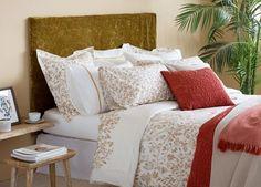 Veja a nova coleção da Zara Home que nos mostra uma grande quantidade de quartos decorados.   No inverno, tão importante quanto renovarm...