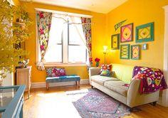 parede amarela é tudo de bom! Combina com objetos vermelhos, roxos, azuis...