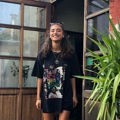 pretty oversized t shirt e girl happy outfit Looks Style, Looks Cool, Style Me, Vanessa Moe, Look Con Short, Fashion Outfits, Womens Fashion, Style Fashion, Aesthetic Clothes
