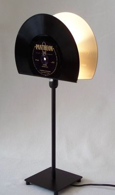 """** Retro table lamp for vinyl lovers! ** The lampshade of the table lamp was made from a 10 """"white vinyl and a bla Vinyl Record Projects, Vinyl Record Art, Vinyl Art, Bedside Lamps Shades, Floor Lamp Shades, Records Diy, Fathersday Crafts, Recycled Lamp, Retro Table Lamps"""