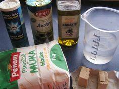 Focaccia - talianska chlebová placka (fotopostup) - recept | Varecha.sk Ciabatta, Coconut Water, Water Bottle, Food, Essen, Water Bottles, Meals, Yemek, Eten