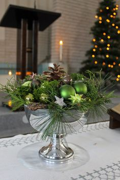 Reduced women's fashion Christmas Table Centerpieces, Indoor Christmas Decorations, Christmas Arrangements, Christmas Table Settings, Christmas Tablescapes, Holiday Decor, Christmas Greenery, Woodland Christmas, Christmas Wreaths