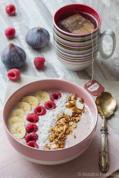 Healthy smoothie recipes 20688479517920260 - Smoothie bowl Banane, Framboise & Coco Source by cuisineaddict Smoothie Recipes With Yogurt, Health Smoothie Recipes, Breakfast Smoothie Recipes, Vegan Smoothies, Breakfast Bowls, Fruit Smoothies, Vegan Breakfast, Fruit Fruit, Raspberry Smoothie