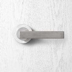 6820 Pittella Contemporary Satin Chrome Door Handle #pittella #contemporary #interiordesign #satinchrome #doorhandles #doorhardware