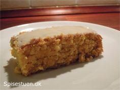 Emma skal have kage med til klassen i morgen, så vi har bagt Fredagskagen. Jeg har fået opskriften af en veninde, der har fået den af en anden…. Så jeg vedikke helt, hvor den kommer fra. Det…