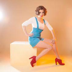 SHORT SACHOLI : Osez le court  avec cette salopette version shorty ! Bretelles,  taille haute et large ceinture allongent la jambe : à porter jambes nu ou leggings d'été, ...  avec ou sans talons…