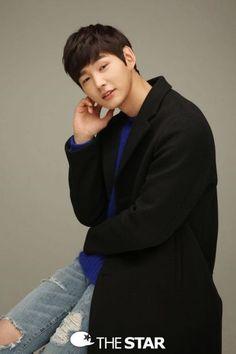 Name: Lee Won-Geun Hangul: 이원근 Born: June 1991 Birthplace: South Korea Height: 187 cm. Korean Celebrities, Korean Actors, Lee Won Geun, Passionate Love, Korean Star, Netflix, Older Men, Cheer Up, Hyde