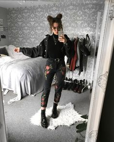 Irresistible outfits for the Darketita that you still wear in you . - - Irresistible outfits for the Darketita that you still wear inside you Mode Outfits, Casual Outfits, Fashion Outfits, Black Outfits, Black Mom Jeans Outfit, Edgy Fall Outfits, Ripped Jeans Outfit, Black Pants, Woman Outfits