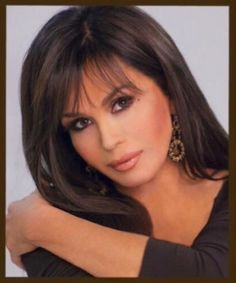 The gorgeous, the beautiful Marie Osmond. Marie Osmond Hot, Medium Hair Styles, Short Hair Styles, The Osmonds, Layered Hair, Dark Hair, Cute Hairstyles, New Hair, Beauty Hacks
