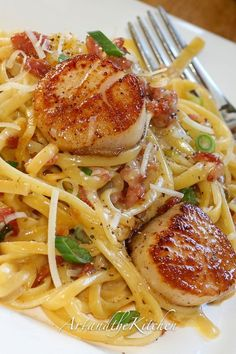 Carbonara with Pan Seared Scallops -perfectly seared scallops with pasta carbonara. dinner scallops Carbonara with Pan Seared Scallops Fish Recipes, Seafood Recipes, Gourmet Recipes, Cooking Recipes, Healthy Recipes, Clam Recipes, Healthy Scallop Recipes, Recipies, Pureed Recipes
