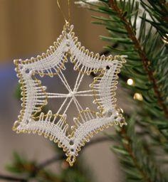 Terug naar 't kantkussen. Christmas Crafts, Xmas, Bobbin Lace Patterns, Lacemaking, Lace Heart, Lace Jewelry, Needle Lace, Lace Detail, Tatting