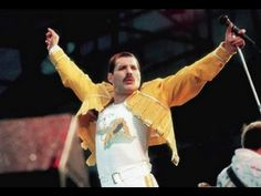 Freddie Mercury // 1946 - 1991 // Singer of Queen // He had charisma, personality; he could play, sing and captivate his audience // Passioned performer with strong expression. Queen Freddie Mercury, Queen Band, Brian May, Save The Queen, Rare Pictures, Rock Legends, My Favorite Music, Music Lovers, Rock Music