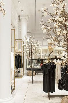 One Kings Lane Club Monaco Tastemakers Tag Verkauf Dekor - Boutique Interior, Boutique Design, Boutique Decor, Club Monaco, Commercial Design, Commercial Interiors, Style At Home, 20s Style, Home Fashion
