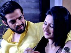 Ishra Late Night Talks ❤❤ Her Smile The way He is looking at her Bliss and Life Forever they are Karan Patel, Yeh Hai Mohabbatein, Late Night Talks, Romantic Photos, Her Smile, Late Nights, I Fall In Love, Wedding Bride, Handsome