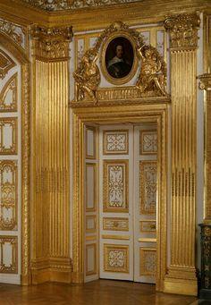 """wonderhome: """" Louis XIV's bedroom door photo. Baroque Architecture, Beautiful Architecture, Architecture Design, Louis Xiv, Roi Louis, Versailles Paris, Templer, Palaces, Grand Palais"""