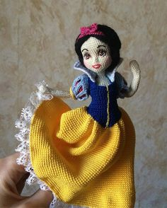 Snow White in traditional clothes