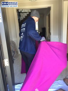 mmovers.ca Professional movers in Toronto Ontario, affordable prices, qualified moving services, licensed & insured Toronto Moving Company. Miracle Movers - because we care! #movers #packing #moving #torontomoving #relocation #gta #Gta #downtowntoronto #downtown #Brampton #mover