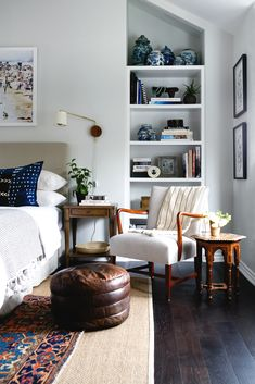 You have a nice living room but no room? And if you partition your living room to create this room you dream? How to create two separate spaces in a room without heavy work? We went to see Nathalie, expert… Continue Reading → Home Decor Bedroom, Home Bedroom, Apartment Lighting, Interior, Coastal Bedrooms, Neutral Bedrooms, Home Decor, Home Decor Shelves, Apartment Decor