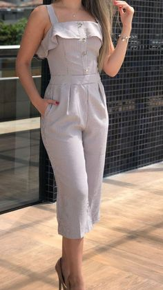 Lurex nesse final de ano é pedida certa.Visit my site get more beautiful dress skip ad link http swarife com – ArtofitNote to self : change bottom to skirtI'm such a sucker for jumpsuits🥰Pin by Diana Odai on Jumpsuit in 2019 Girl Fashion, Fashion Dresses, Womens Fashion, Fashion Design, Dress Neck Designs, Blouse Designs, Casual Wear, Casual Outfits, Western Outfits