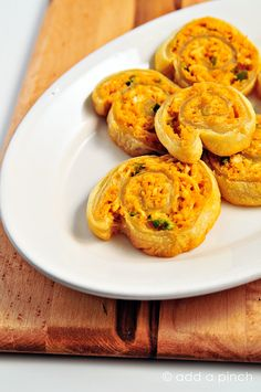 Jalapeno Buffalo Chicken Bites makes a delicious appetizer or snack. Filled with spicy buffalo chicken, baked and sliced into individual bites! Buffalo Chicken Pinwheels, Buffalo Chicken Bites, I Love Food, Good Food, Yummy Food, Delicious Dishes, Fun Food, Healthy Food, Yummy Appetizers