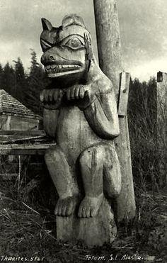Sacred Spirits * The Animal Kingdom Klinkwan bear totem pole, c. Photo University of Washington via Shamans FB Native American Totem Poles, Native American Wisdom, Native American History, Totem Pole Art, Bear Totem, Trail Of Tears, Haida Art, Art Premier, Inuit Art