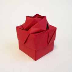 This is made from paper only and does not have card inside. Perfect for storing small trinkets, jewellery, bon bons, sweets, wedding favours or for gift giving. Origami Gift Box, Japanese Origami, Origami Rose, Creative Box, Rose Gift, Wedding Favours, Gift Boxes, Red, Cards